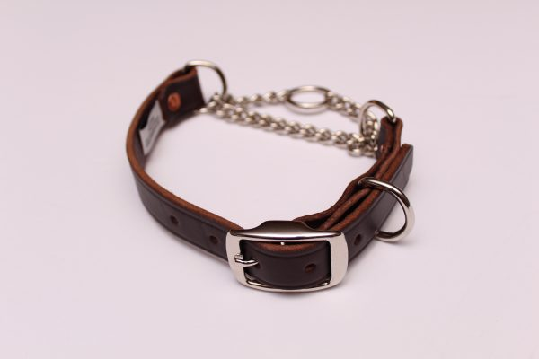 An image of a leather martingale collar from the martingale Collar Leather Series